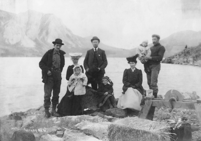 People at Windy Arm, Yukon, in 1906