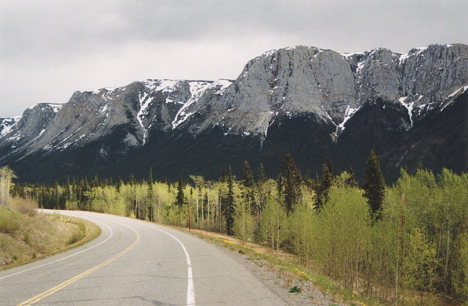 The view southbound at Alaska Highway Historic Mile 863 (just south of Jake's Corner, Yukon) in May 1998